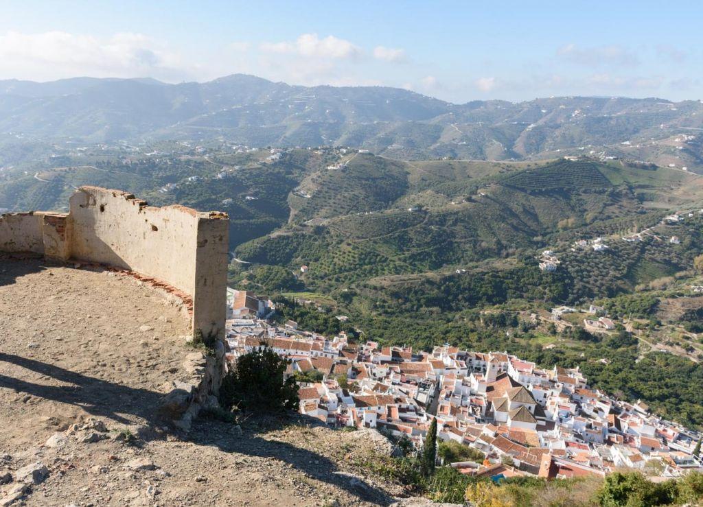 Restos Del Castillo De Lizar